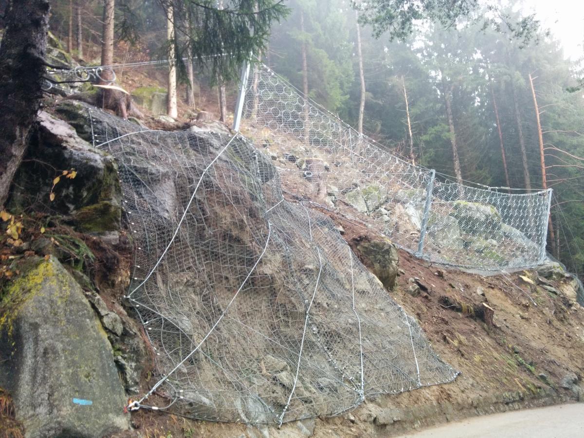 Barriera Paramassi località Val Genova