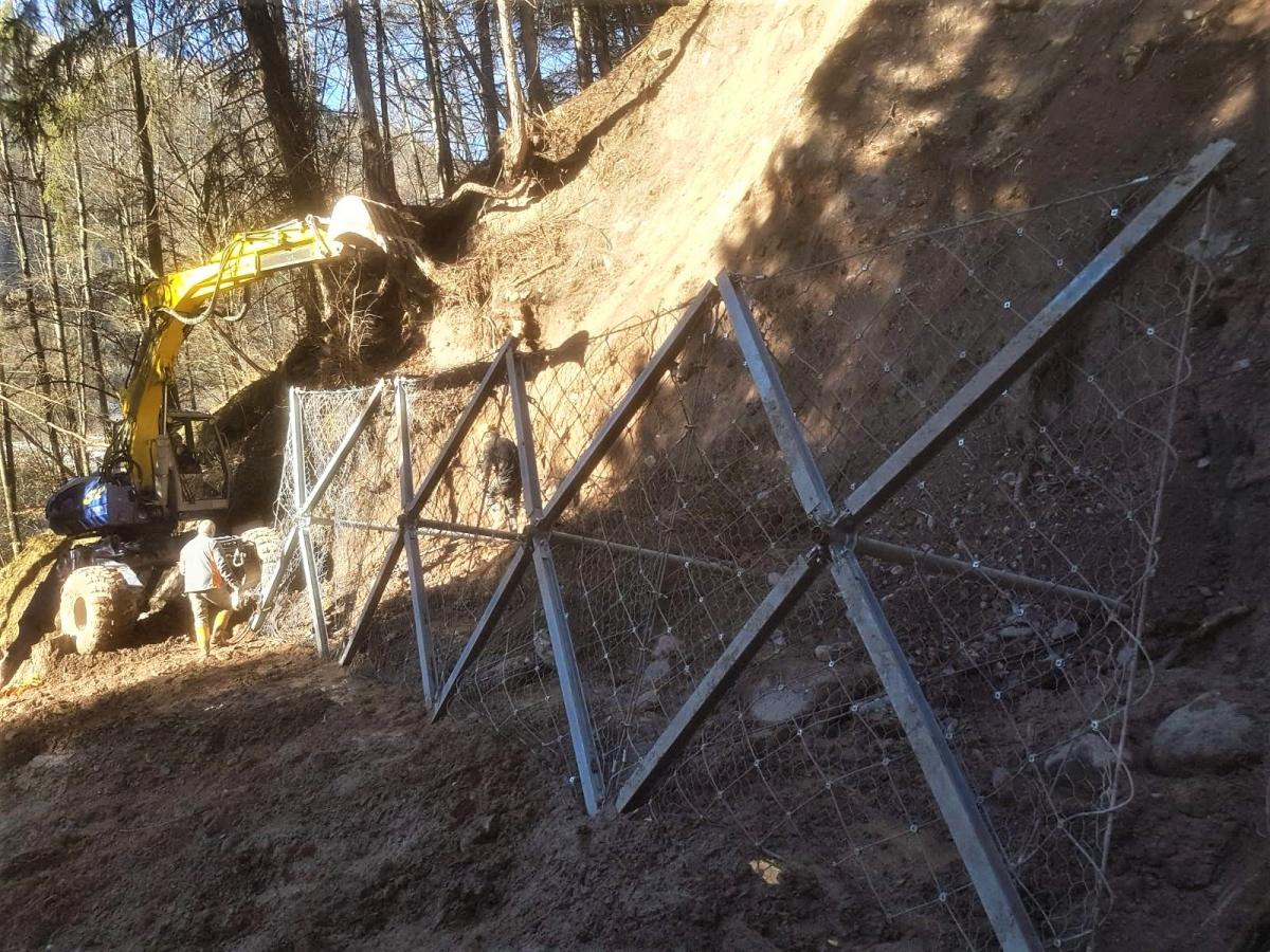 Slope Stabilisation with Anchors, Bocenago