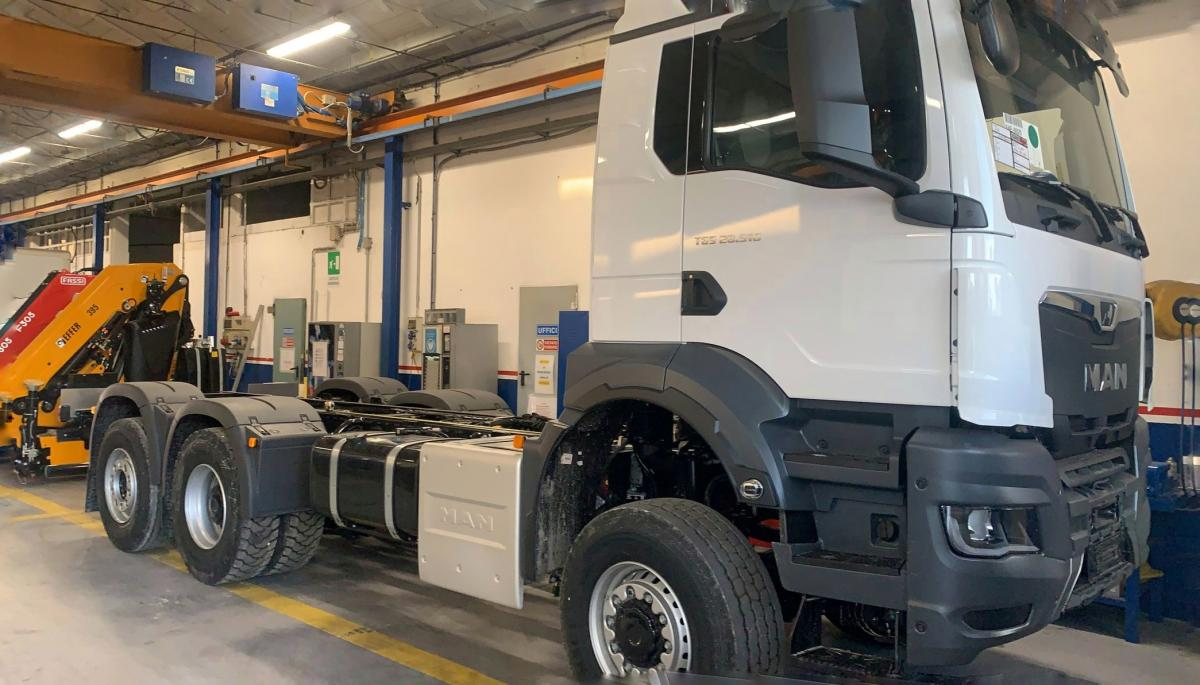 NEWS: Man TGS 28.510 Lorry with Effer 395 Crane